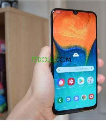 vente-d-smartphones-samsung-galaxy-a30-big-0