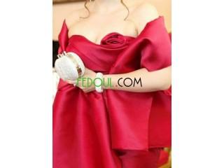 Robe de soirée rouge portée une fois pour tasdira