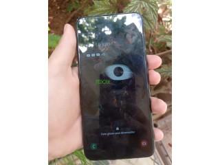 Samsung galaxy m10 avec sa boîte