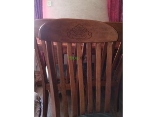 Salle à manger table en bois massif + 6 chaises en velours
