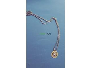 Chain Versace de lux mat7oulch ga3 prix hbaaal