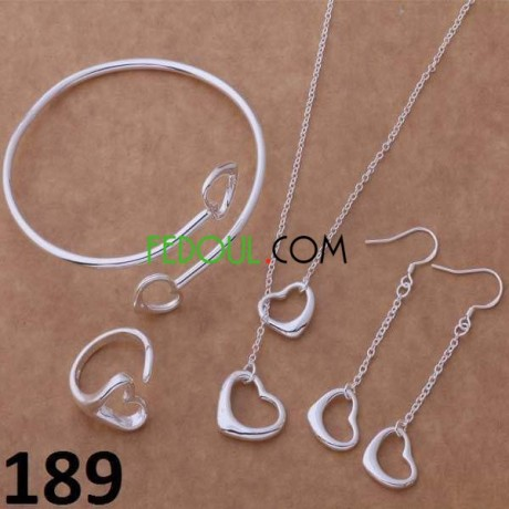 les-parure-et-bracelets-et-boucles-des-oreillers-et-livraison-disponible-big-3