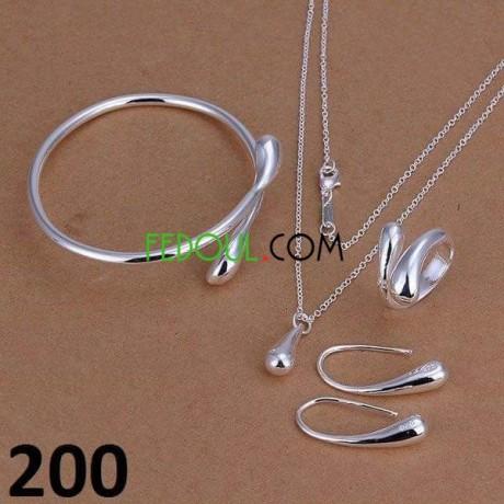 les-parure-et-bracelets-et-boucles-des-oreillers-et-livraison-disponible-big-2