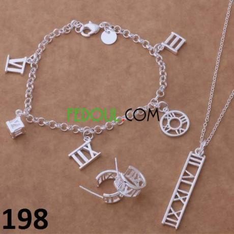 les-parure-et-bracelets-et-boucles-des-oreillers-et-livraison-disponible-big-1