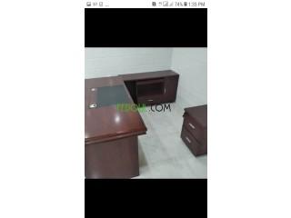 Bureau d'avocat+ retour+ caisse+ chaise confort et chaises visiteurs