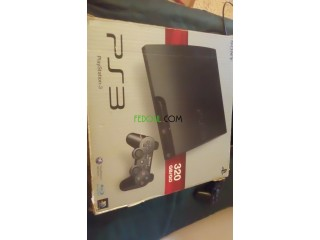 Play3 slim 320g w 8 jeux w 4cd w 2 manitte