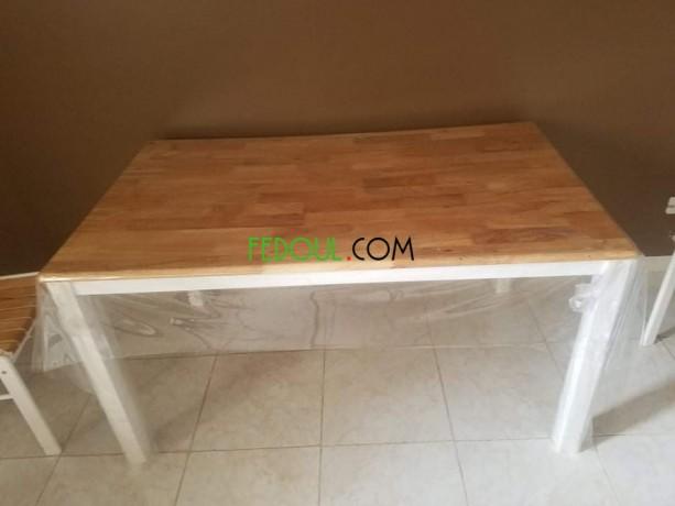 table-avec-chaises-big-0