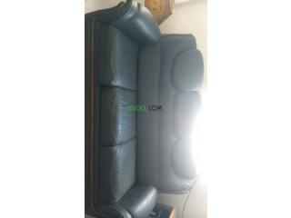 Des fauteuils noirs