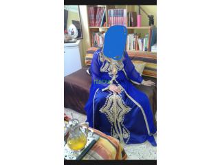 Caftan bleu en bon état