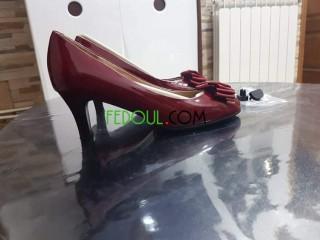 Tres belles chaussures rouge bordeaux glacé