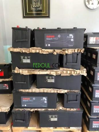 batteries-automobile-garanties-gros-et-detail-big-14