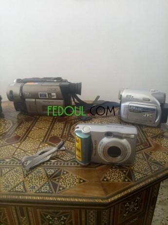 4-cameras-et-une-appareil-photo-big-2