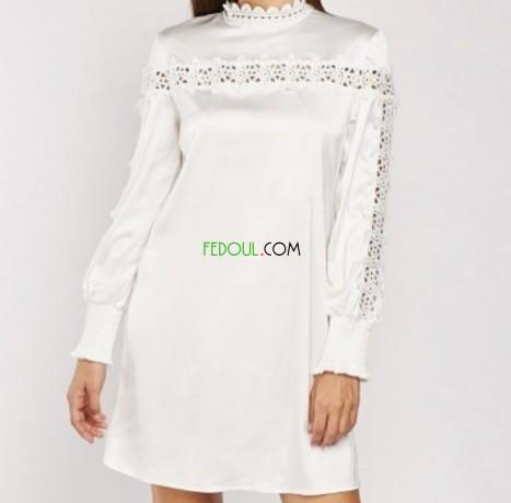 robe-en-satinette-avec-bordure-en-crochet-big-0