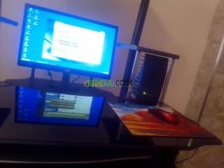 Un pc de bureau et un ordinateur