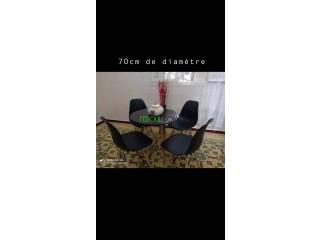 Tables et chaises de très bonne qualité