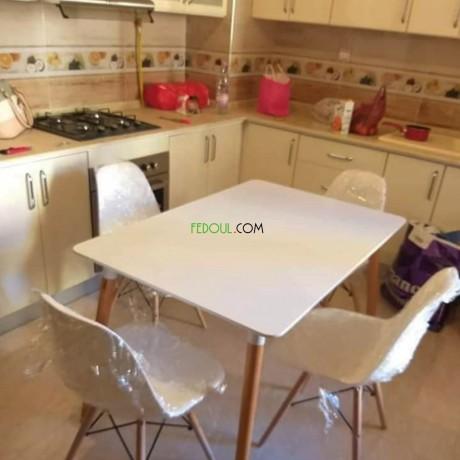tables-et-chaises-de-tres-bonne-qualite-big-5