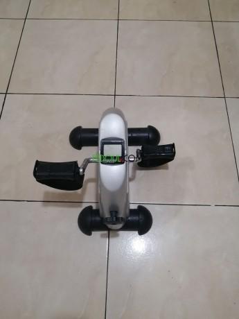 le-mini-pedal-est-un-appareil-dexercice-pour-les-bras-et-les-jambes-big-4