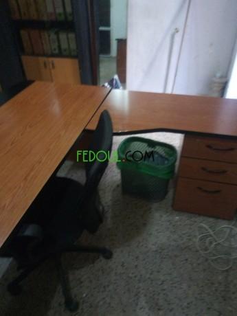 vente-bureaux-et-une-chaise-etat-tres-neuf-prix-raisonnable-big-1