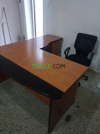 vente-bureaux-et-une-chaise-etat-tres-neuf-prix-raisonnable-big-0