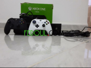 Xbox one 1 tb 2 manettes