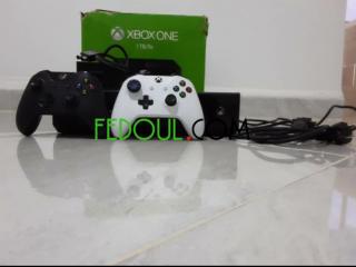 Xbox one 1 tb 2 manettes