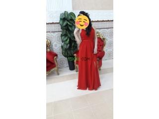 Une robe soirée Lang rouge