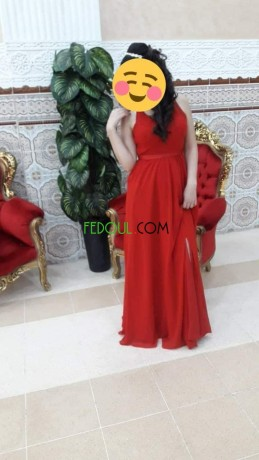 une-robe-soiree-lang-rouge-big-0