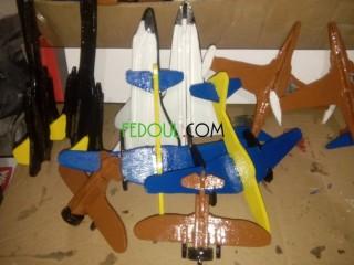 العاب طائرات خشبية للاطفال والديكور