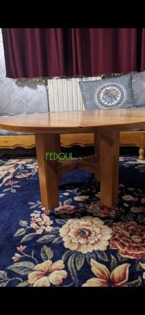 table-ronde-en-bois-rouge-big-0