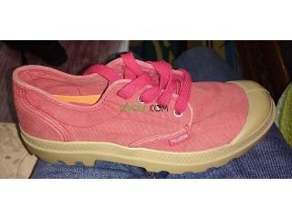 حذاء خاص بالأولاد و البنات غير مستعمل للبيع