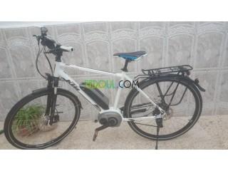 Vélo électrique marqué KTM