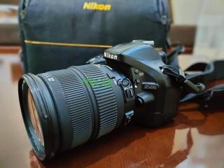 NIKON D5200 AVEC ACCESSOIRES