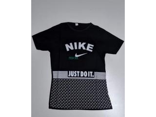 T_shirt Nike et puma