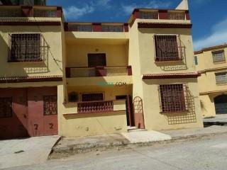 A vendre une maison R+1 trois façades situé à rachgoun côté Madrid (Benisaf)