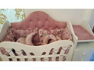 Un lit pour bébé fille