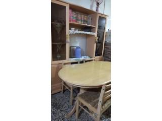 Bibliothèque et table de salle à manger