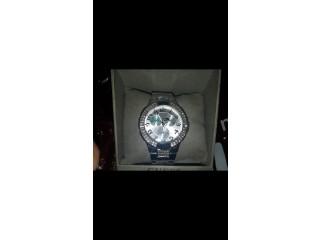 Une montre luxe pour femme brand:GUESS