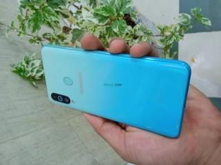 Samsung m40 128 gb 6 gb ram