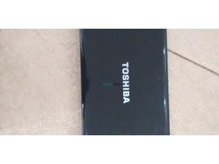 Pc portable noir de marque Toshiba en bon etat