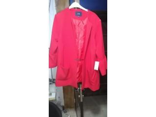 Manteau de très bonne qualité de couleur rouge
