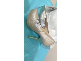 Vente une robe soirée beige taille 38 et chaussures doré pointure 36