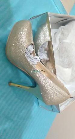 vente-une-robe-soiree-beige-taille-38-et-chaussures-dore-pointure-36-big-0