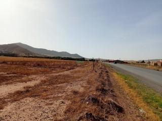 ارض زراعية في طريق مدغاسن على الطريق