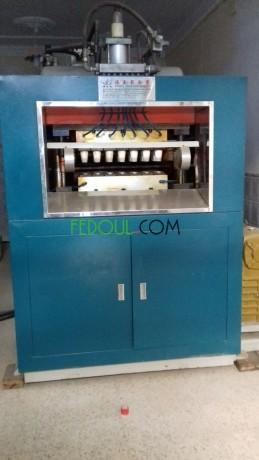 machine-a-fabriquer-les-gobelets-en-plastique-big-0