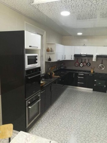cuisine-equipee-et-salle-de-bain-moderne-big-4