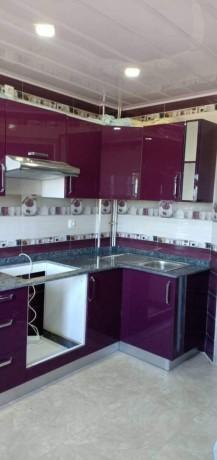 cuisine-equipee-et-salle-de-bain-moderne-big-5