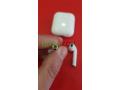 airpods-v2-recharge-sans-fil-sous-plastique-small-5