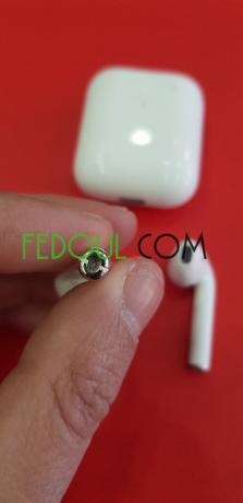 airpods-v2-recharge-sans-fil-sous-plastique-big-5