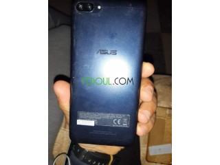 Téléphone Asus venus en France avec sa boîte