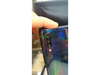 Vendre un Samsung A70 très bonne état avec sa boîte